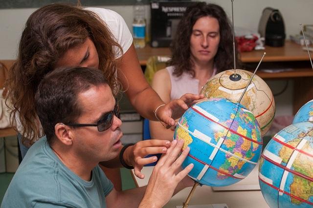 Federica aiuta Vincenzo a trovare i due tropici