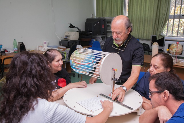 Manuela, Vincenzo, Laura e Nicoletta inseguono il continuo girare della terra sul rotogeo