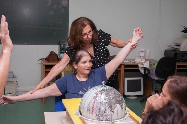 Alida e Nicoletta spiegano le ali alla scoperta dei fusi orari